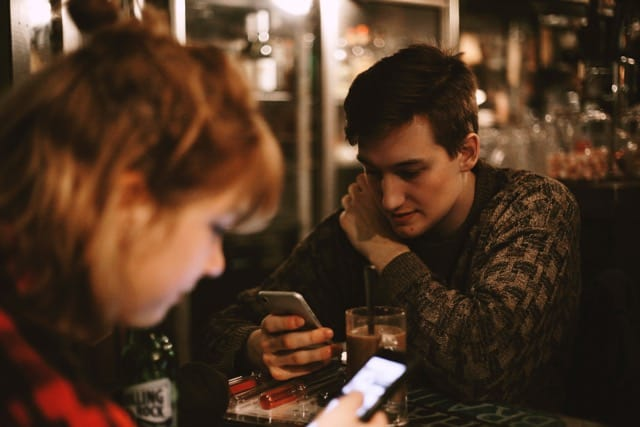 Couple preoccupied with Phone   Blue Horizon Counselling